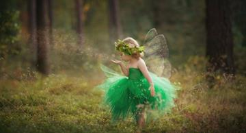 ​Mother creates wonderful pictures of her children in hand-made costumes that will take you into a fairytale!