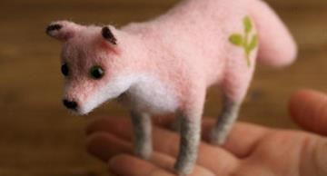 These tiny needle felted creatures are the cutest!