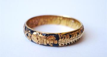 Mourning rings were popular in Europe up to the 19th century
