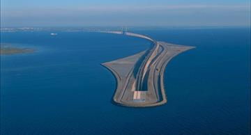 "The unique ""diving"" bridge between Sweden and Denmark"