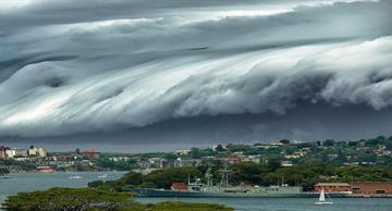 "The incredible ""Cloud Tsunami"" startled the residents of Sidney!"