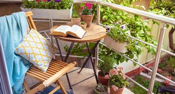 25 cool ideas for making your balcony the coziest place on Earth!