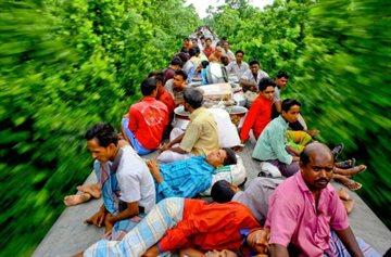 География Story: Эти люди ежедневно рискуют жизнью, чтобы добраться до работы !