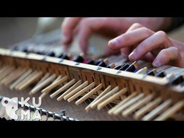 Культура Story: Это потрясающе: исполнение прекрасной мелодии на пианино, сделанном из палочек для еды