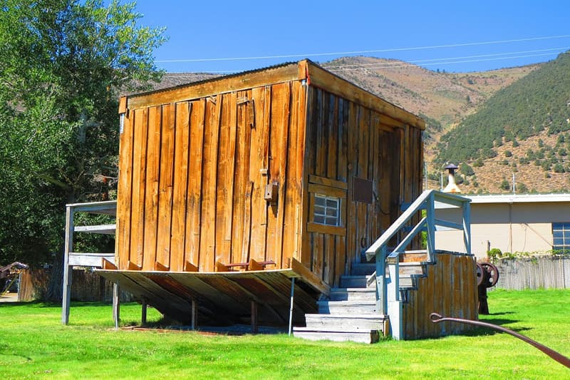 Culture Story: #5 A modest house in Lee Vining, California