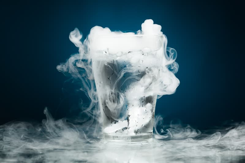Сiencia Historia: ¿El agua siempre se congelara a los 0 grados centígrados independiente de la presión externa?