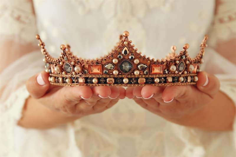 Geografía Historia: ¿Por que se tolera la existencia de la monarquía en algunos países de Europa a pesar de la Democracia?