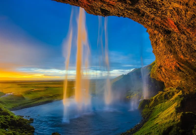 Geography Story: Powerful Iceland: the land of volcanoes, valleys and geysers