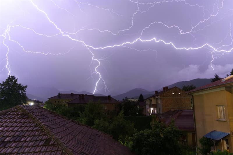 Science Story: #10 Sometimes the length of lightning  may reach 20 km (12.4 mi)!