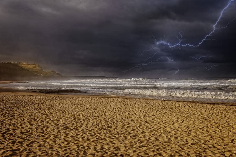 Science Story: #9 When a powerful lightning bolt strikes at the sand, the latter is transformed into so-called fulgurites – hollow glass tubes.