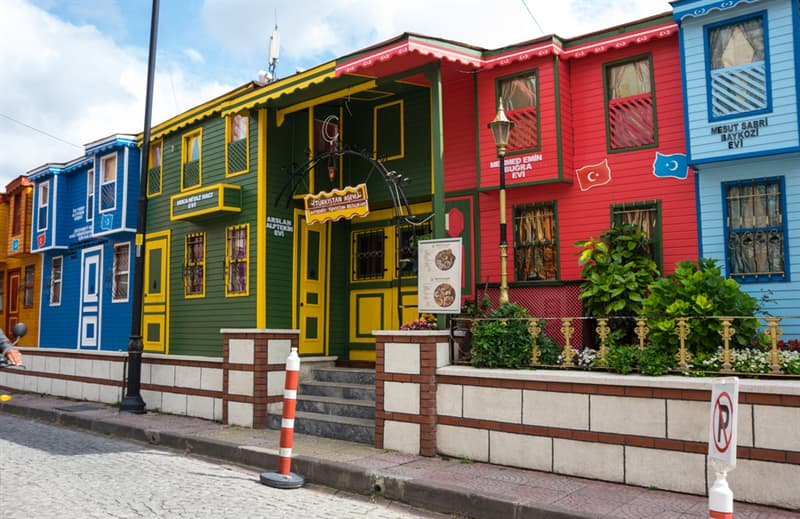 Geography Story: #5 Colourful houses in the historical center of Istanbul, Turkey