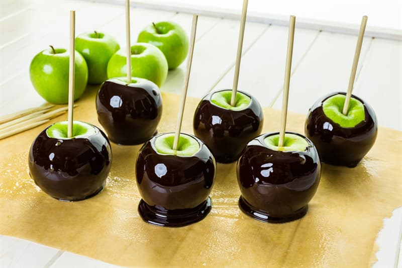 "Culture Story: #3 ""Poison"" Candy Apples"
