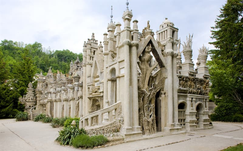 Geography Story: Unique buildings  you would love to see in Europe