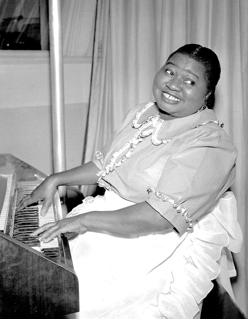 Culture Story: #3 THE FIRST AFRICAN AMERICAN ARTIST TO WIN AN OSCAR: Hattie McDaniel