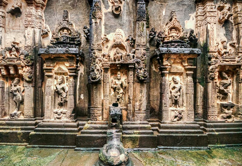 Geography Story: Ellora caves size