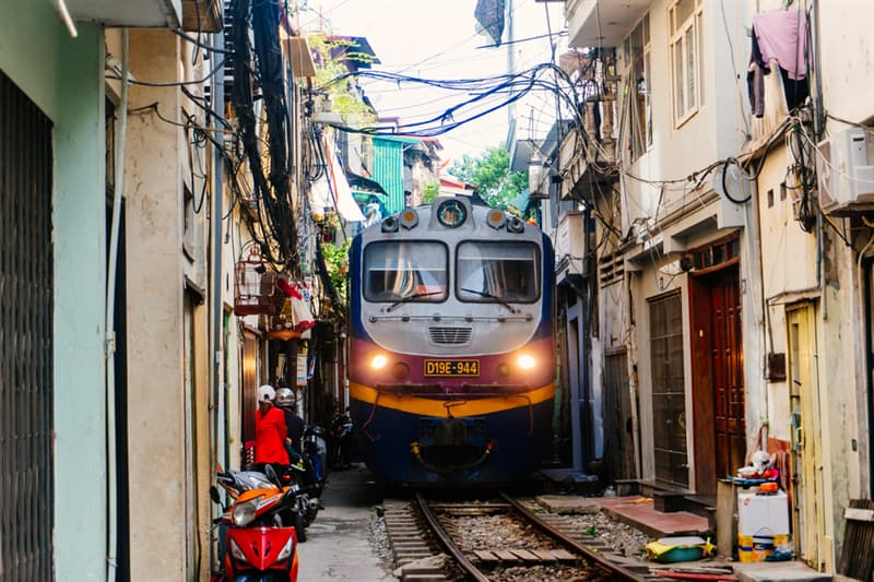 Geography Story: Train is passing through Hanoi Train Street