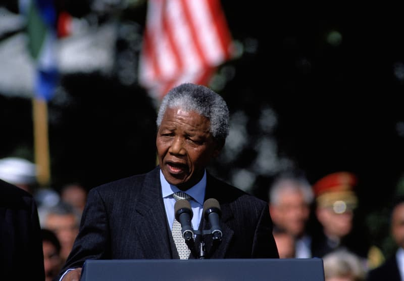 History Story: Nelson Mandela biography - facts about famous people