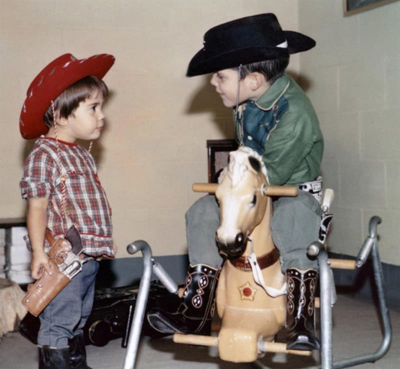 Culture Story: 1960 photos old photos old lifestyle history photo black and white aesthetic photos old vibe old school oldschool The Way We Were Kids play cowboys