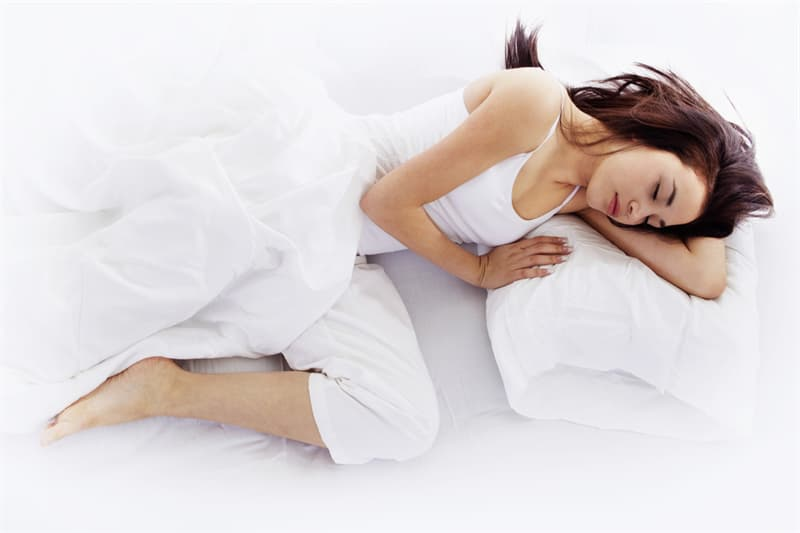 health Story: foot out from under the covers - how to beat insomnia - sleep habits