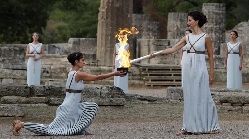 Who blew out the olympic flame at  the 2014 Sochi Olympics?