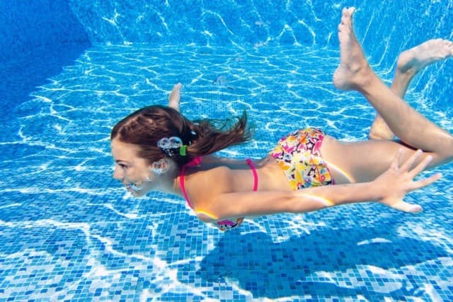 Science Trivia Question: What solution in the USA is most commonly used to purify swimming pool water?