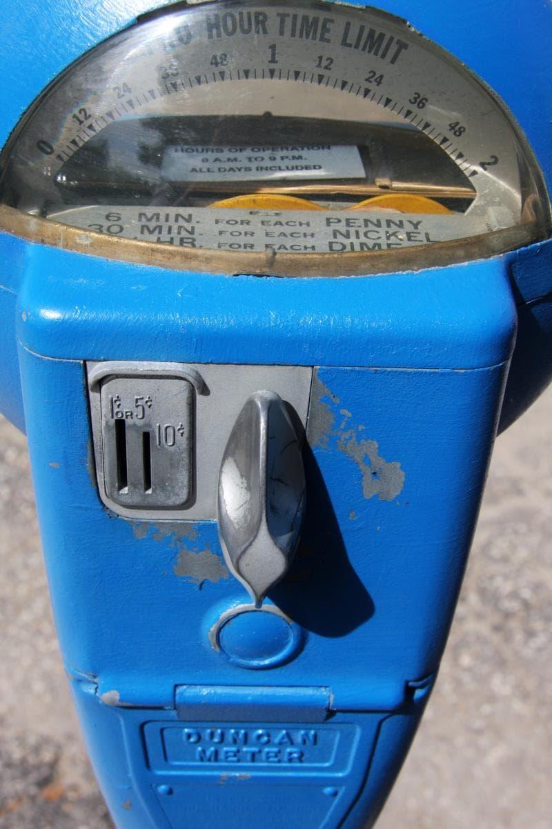 История Вопрос: В какой стране были установлены первые парковочные часы?