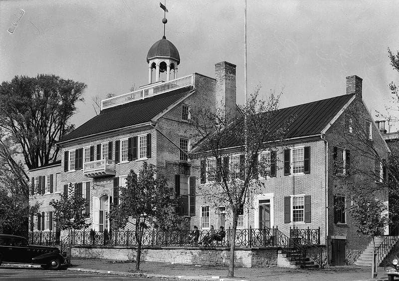 История Вопрос: Когда был создан первый штат США?