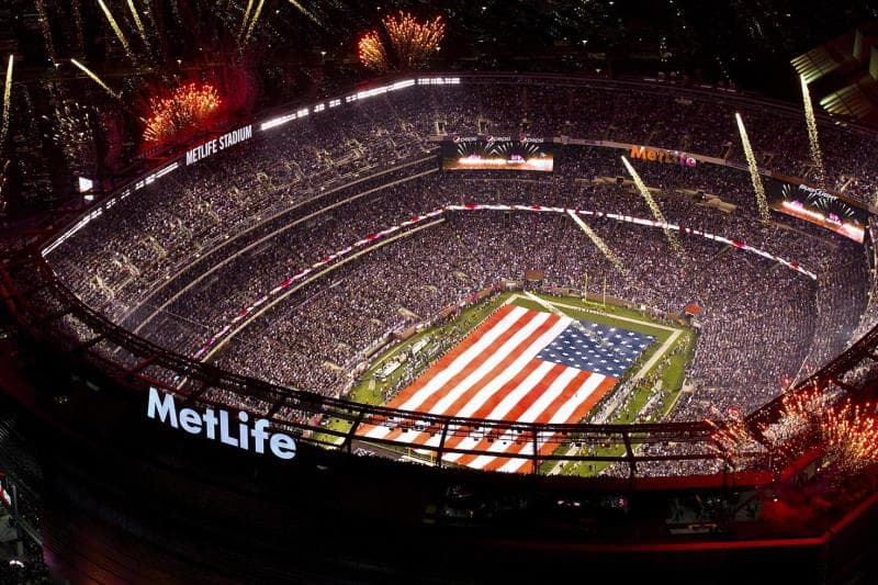 Sport Trivia Question: Which NFL quarterback currently holds the Super Bowl record for most completions in a row?