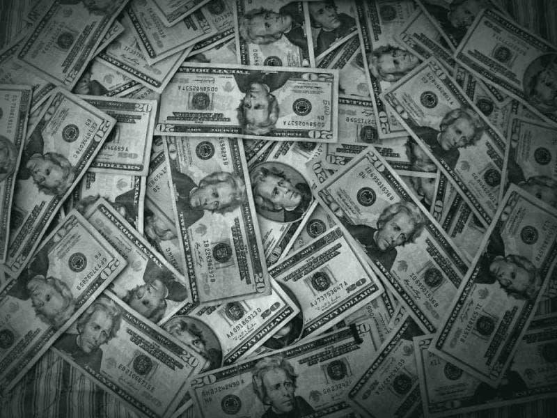 Наука Вопрос: Как называется фобия, которую вызывает у некоторых наших сограждан вид денег?