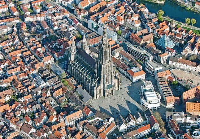 Общество Вопрос: Какой известный физик родился в городе Ульм, Германия?