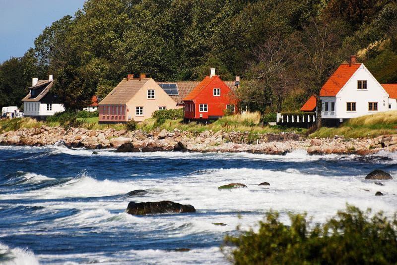 География Вопрос: Какой стране принадлежит остров Борнхольм?