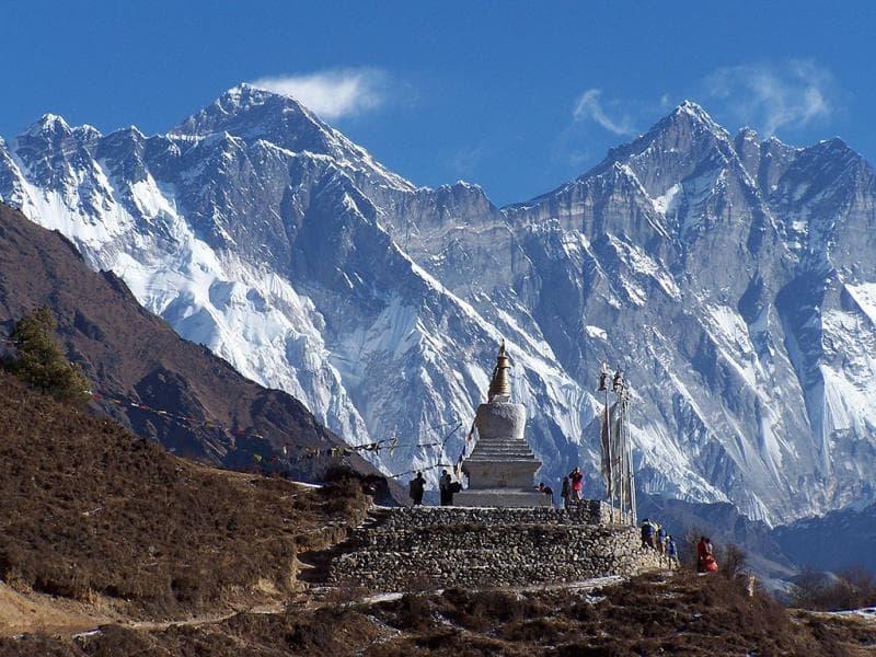 География Вопрос: Какова высота горы Сагарма́тха, расположенной в Гималаях?