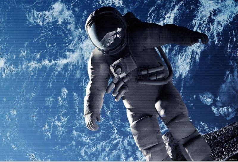 Наука Вопрос: Кто из американских астронавтов первым побывал в открытом космосе?