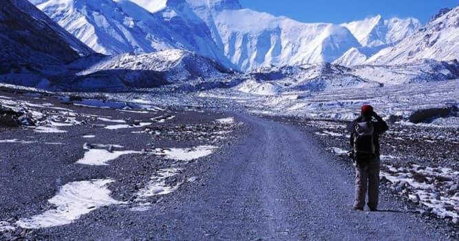 География Вопрос: Какое количество восхождений на Эверест одним человеком на настоящий момент является рекордом?