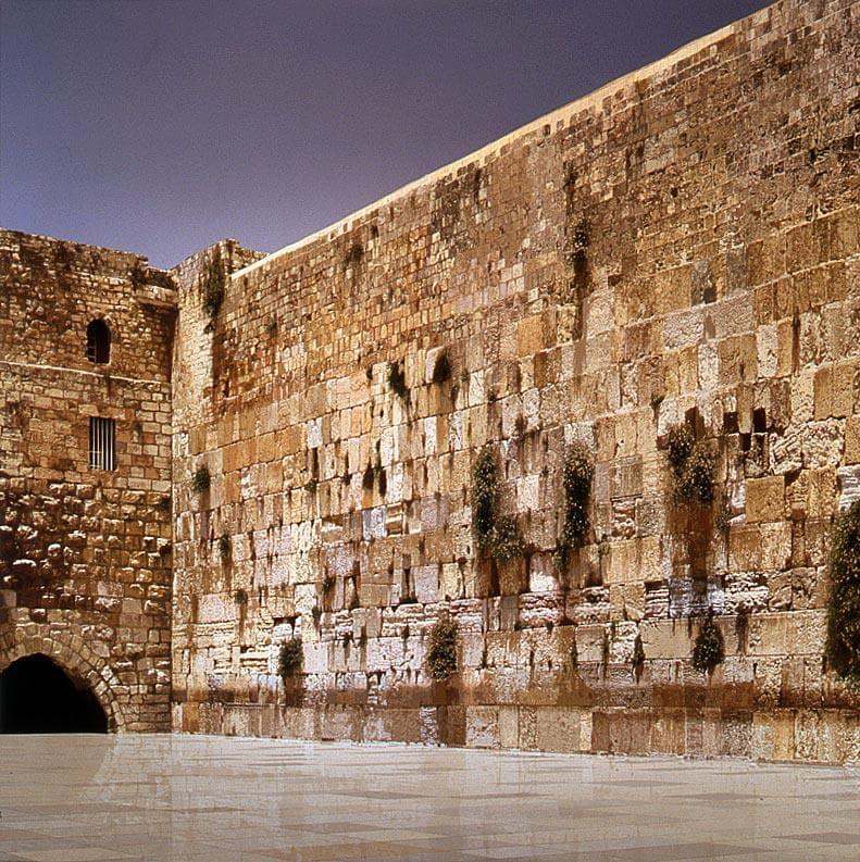 Культура Вопрос: Кто построил стену плача, откуда она вообще взялась ?
