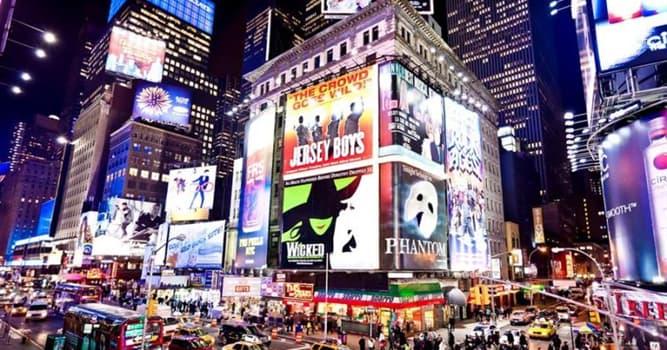Общество Вопрос: В честь кого вечером 1 июля 2003 года были погашены все огни Бродвея?