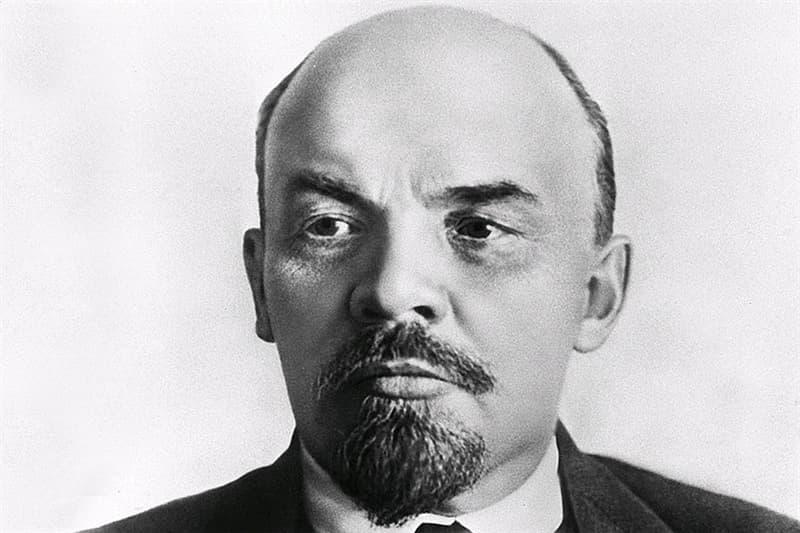 История Вопрос: Какова фамилия Владимира Ленина, полученная при рождении?