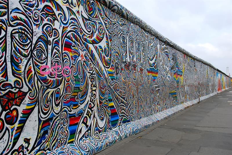 History Trivia Question: What year did the Berlin Wall fall?