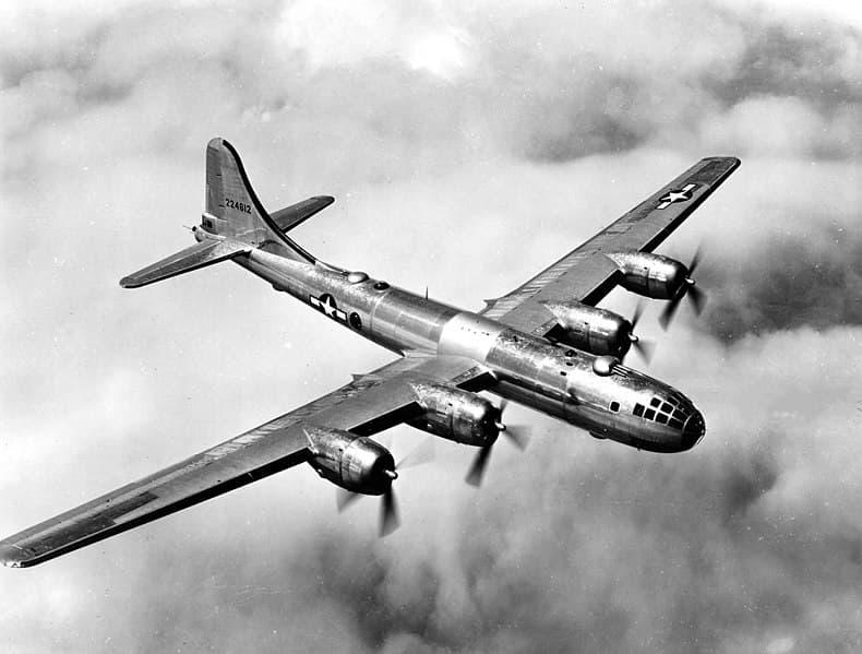 История Вопрос: А был ли в истории II мировой войны случай, когда известный воздушный ас  воевал как на стороне Третьего рейха, так и против него?