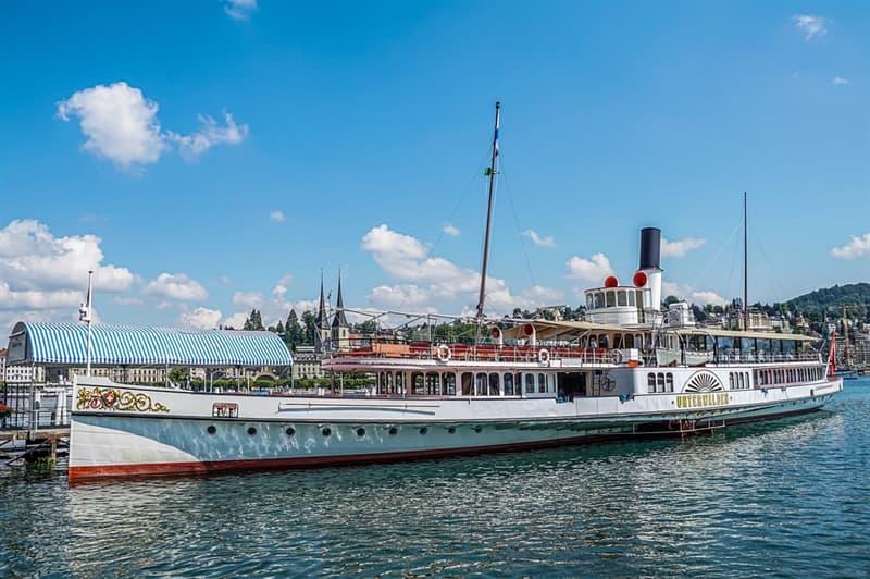 История Вопрос: Как назывался первый в мире пароход с гребным винтом?