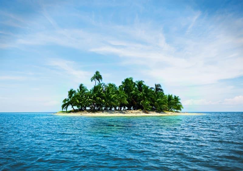 География Вопрос: Какой остров является самым маленьким застроенным островом в мире?