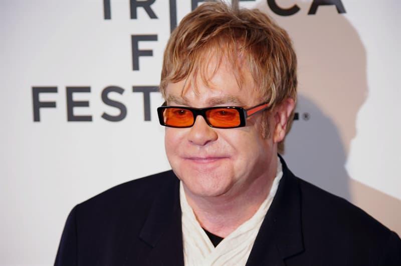 """Культура Вопрос: Кому вначале Элтон Джон (Elton John) посвятил песню """"Свеча на ветру"""" (Candle in the wind), перепосвятив ее позже принцессе Диане?"""
