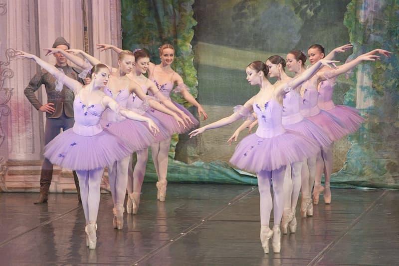 """Общество Вопрос: Кто автор либретто балета """"Калоши счастья"""" по Андерсену?"""
