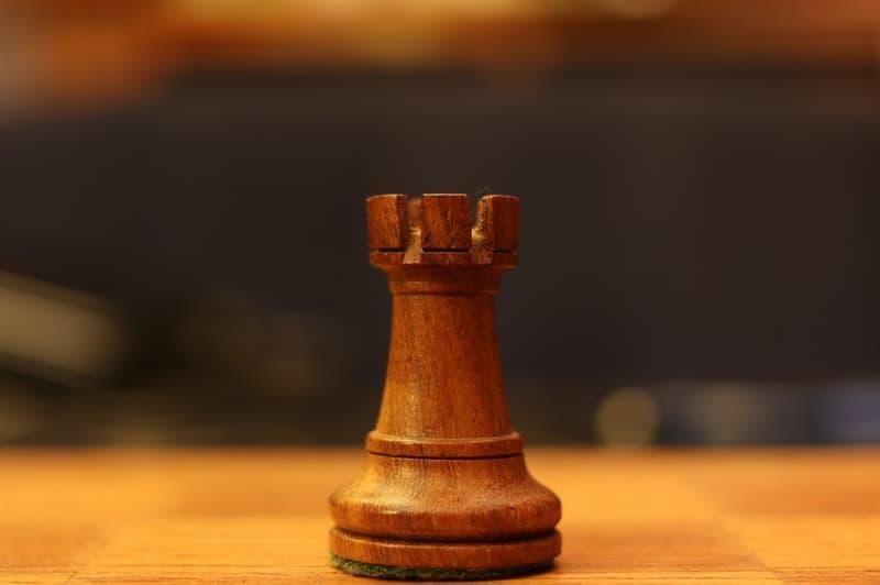 Общество Вопрос: Кто из перечисленных шахматистов в настоящее время считается самым молодым гроссмейстером, завоевавшим звание чемпиона мира по шахматам?