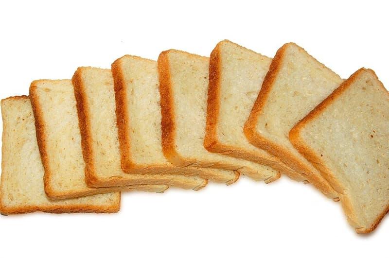 История Вопрос: Кто считается изобретателем нарезного хлеба?
