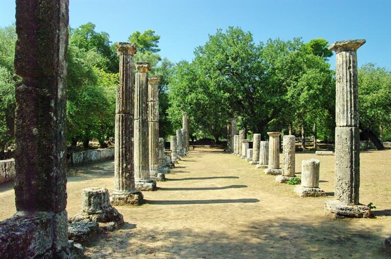 История Вопрос: Пифагор был чемпионом античных Олимпийских игр по кулачному бою. Кто еще из философов Древней Греции участвовал в Олимпийских играх и становился их победителем?