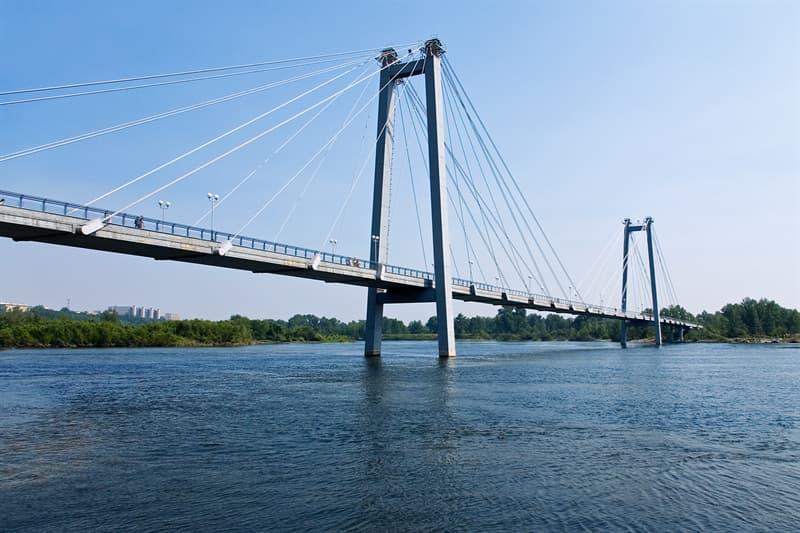 География Вопрос: На протяжении 17 лет, с 1981 по 1998 год, рекорд длины основного пролёта (расстояния между двумя опорами) среди вантовых мостов принадлежал мосту Хамбер в Великобритании - 1410 метров. А каков рекорд длины пролёта вантовых мостов на сегодняшний день?