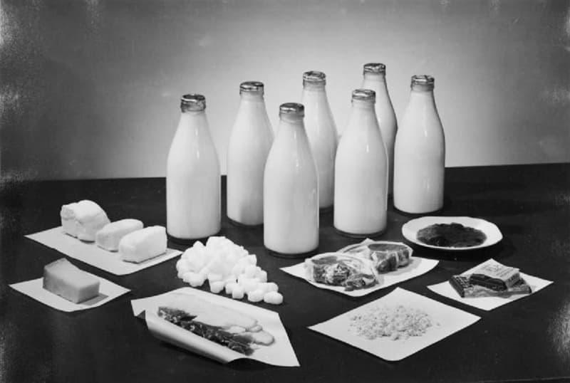 История Вопрос: С 8 января 1940 года в Великобритании, находившейся в состоянии войны с Германией, было введено нормирование продуктов. Какие продукты питания начали нормировать самыми первыми?