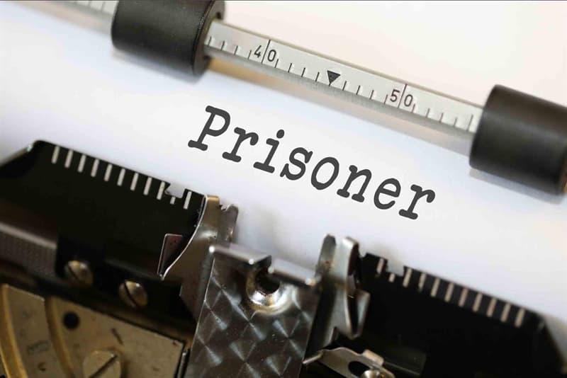 Общество Вопрос: Что стало причиной отбывания срока половиной заключенных в тюрьмах США в 20-тые годы прошлого столетия?