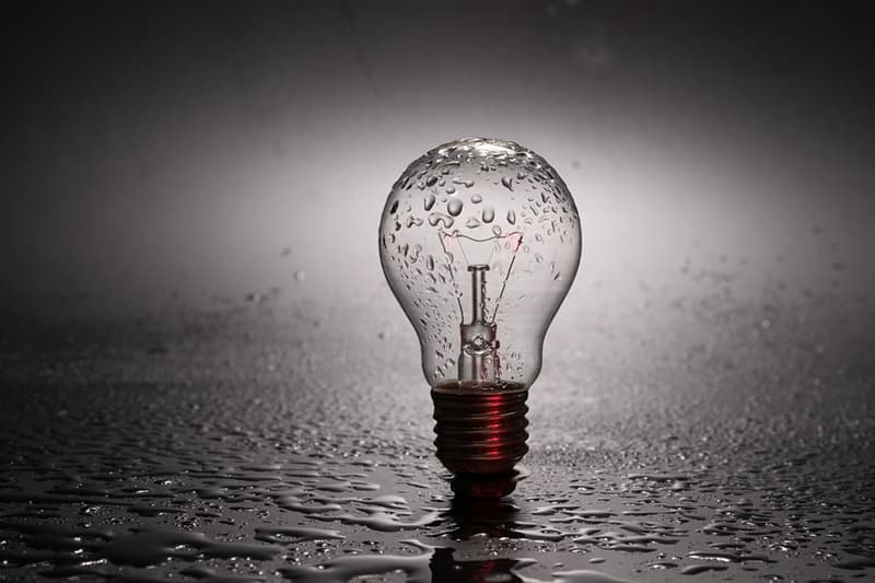 Наука Вопрос: Сколько патентов получил Томас Эдисон в США?